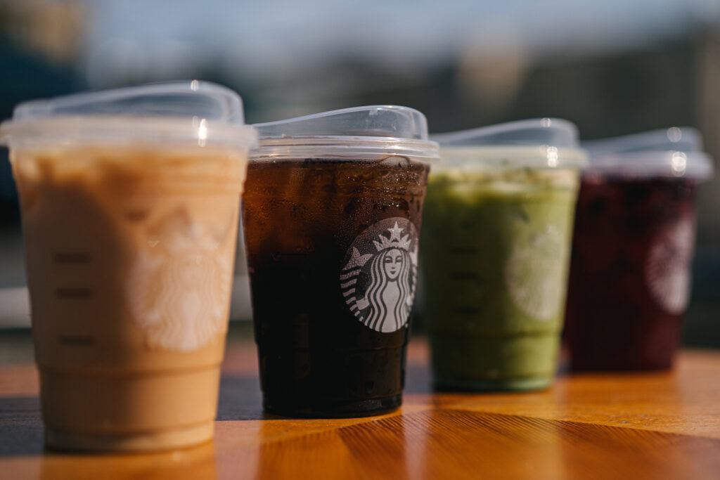 Row of beverages with Starbucks strawless lids