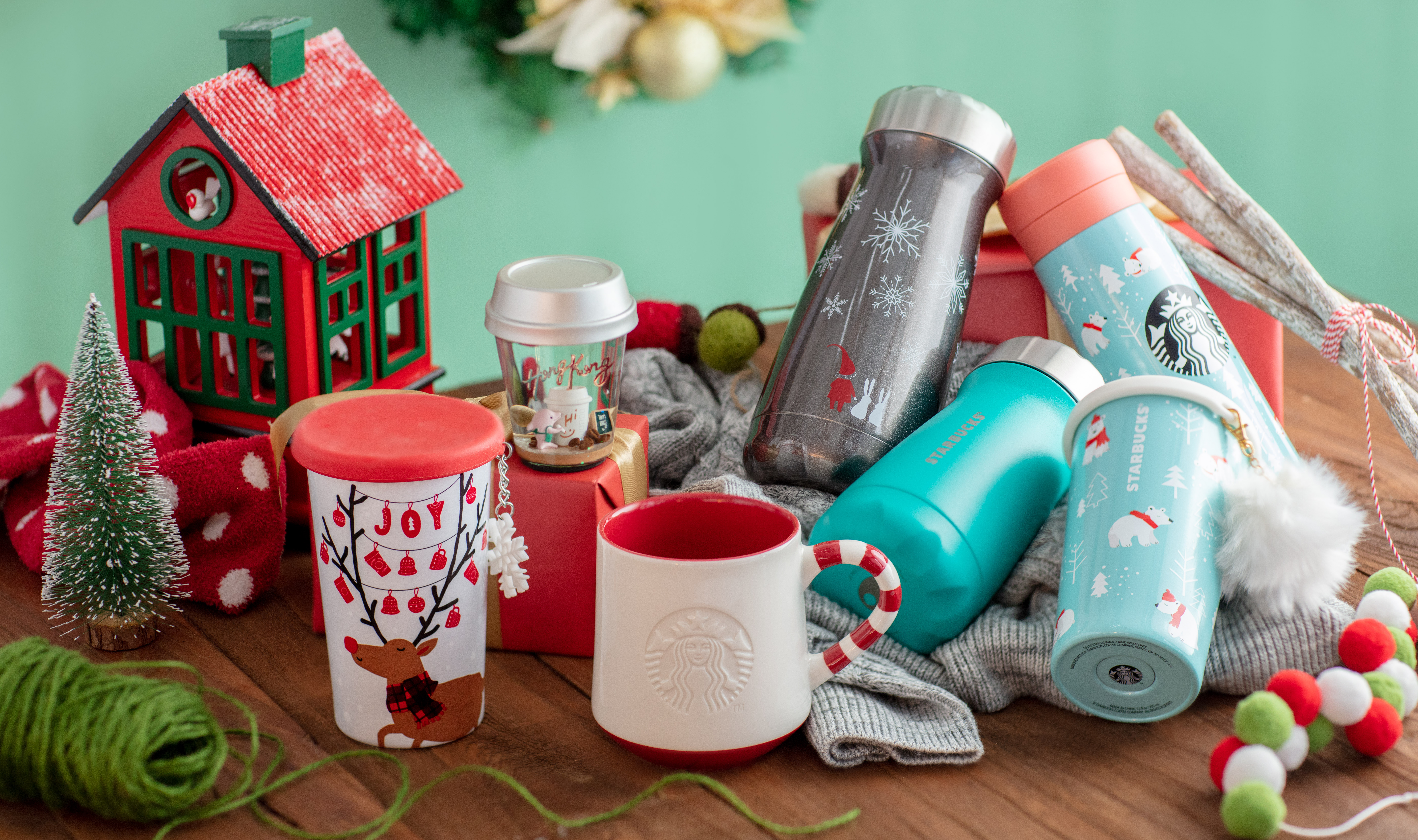 Sprinkle Of Snow Shimmer Of Gold Starbucks Holiday Gifts